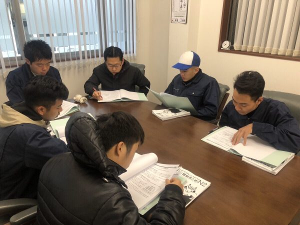 ベトナム人実習生と日本語の勉強