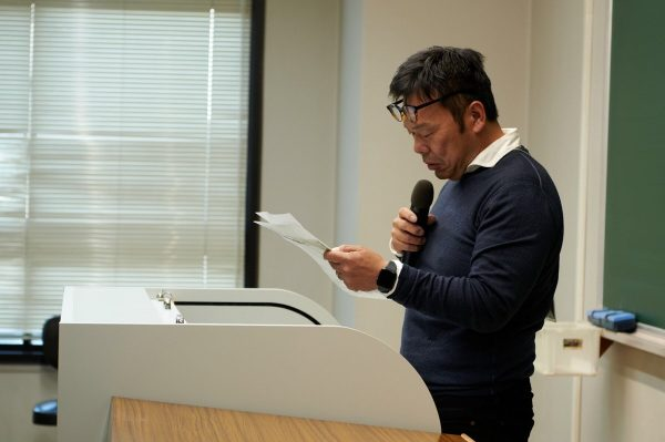 Sカレ2019冬カン 経営学科21号館にて学生たちに話をする尾寅社長