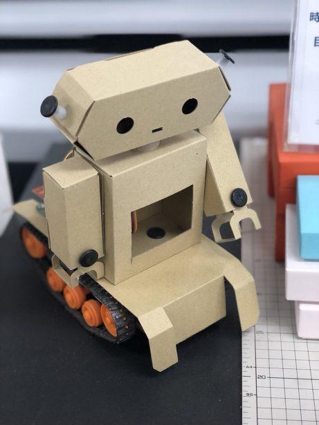 美販がつくったダンボールロボット